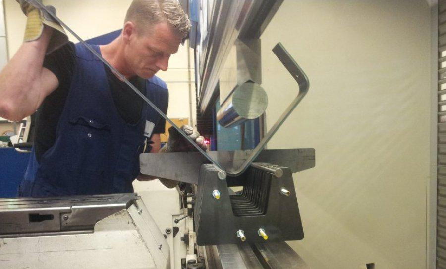 Banken en stoelen kinkelder metal solutions